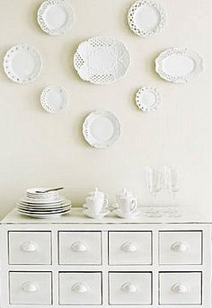 white plates on cream walls kitchen idea, color, white plates, dream kitchen, white dishes, doili plate