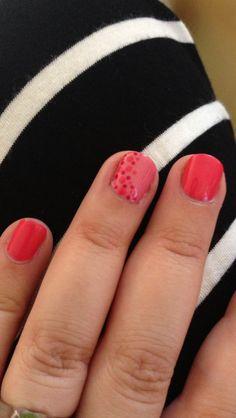 Shellac dots nail art