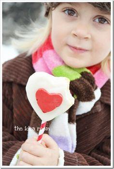 Valentine Cookie Pops via @theidearoom So cute!