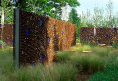Rust colored fence with glass tile insert landscap, garden design, glasses, colors, gardens, fences, design uk, glass tiles, mesh