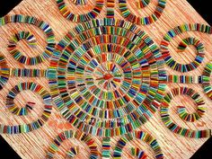 Base MDF, trabalho em mosaico com pastilhas de vidro. Acabamento em pátina estriada laranja e branco. Dimensões: 60x60cm R$ 350,00