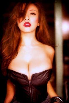 Sexy redhead, fighting her zipper
