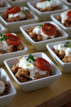 Ditalini di farro con pesto mediterraneo, burrata e pomodorini confit
