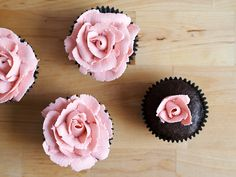 How to pipe roses on your cupcake! \ A Baked Creation