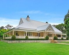 Weatherboard houses on pinterest revenge pavilion and for Country cottage homes designs australia