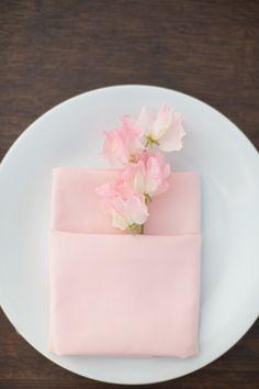 Chic and minimalist blush pink place setting - so beautiful #blushpink #blushpinkwedding #weddingdecor #reception #tablescape