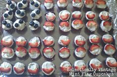 Make Patriotic Flag Cupcakes for Fourth of July eclecticallyvintage.com