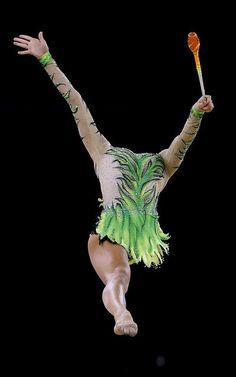 Maria Kitkarska realiza su ejercicio durante los Commonwealth Games 2014 en Glasgow, Escocia
