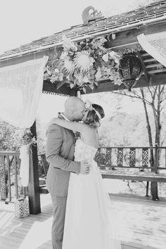 Michelle & Ryan's Relaxed Picnic Wedding on The LANE / Photos by Lyss & Her Camera