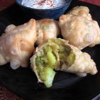 Spicy potato and pea samosas