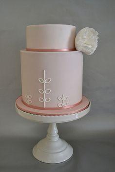 Extended wedding cake - Hello Naomi/Fair Cake by madebymariegreen, via Flickr