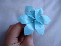 You can make these flowers out of two post it notes and a pipe cleaner. Super easy and cute.