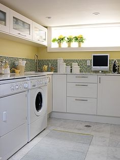 Love the upper cabinets in the laundry!