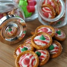 pretzel, chocolate chips, holiday treats, gift ideas, candi, candy canes, hershey kisses, christma, parchment paper
