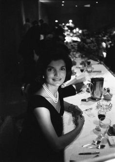 Jackie Kennedy + her famous triple strand of pearls (Kenneth Jay Lane?) at a campaign dinner, 1960.