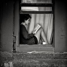 Windowsill reading nook #black_and_white #books #reading