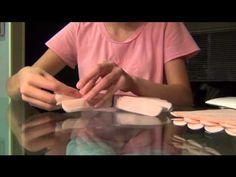 como hacer pompones de papel seda
