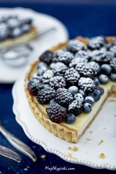 Tart with Greek yogurt and fruits of the forest