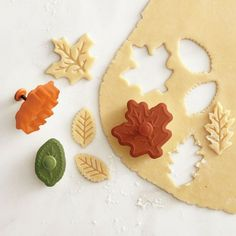 leaf pie cutters holiday, fall leaves, pie crusts, pumpkins, williamssonoma, pies, fall leaf, cookie cutters, pumpkin pie