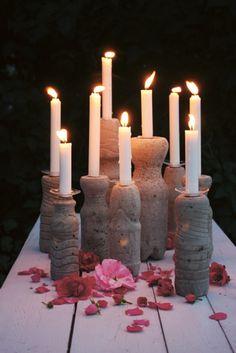 Mit Beton und PET-Flaschen lassen sich wunderschöne Kerzenständer formen.