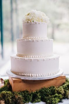 Three-tiered buttercream-frosted #weddingcake, yum! {Lisa Mallory Photography; Cake: Sweet Dreams}