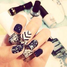 holiday nails, nail designs, nail arts, black white, black nails