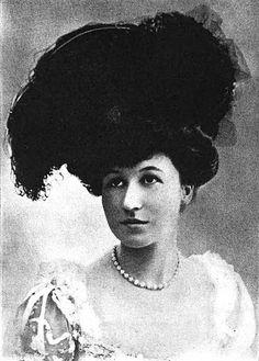 May Goelet, Duchess of Roxburge, 1903 by Captain Geoffrey Spaulding, via Flickr