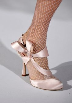 Amazed at the Details from the runway Show of Oscar de la Renta / Fall 2012.