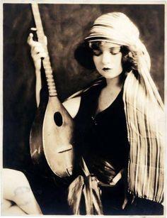Clara Bow, early 1920s