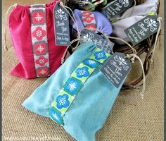 Favor Bags For Weddings & More with Renaissance Ribbons - perfect for soap or candles or whatever small favor you choose | Sew4Home