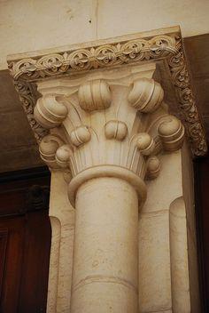column ~ capital