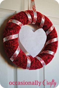 Cute Knitted Valentine's Day Wreath #valentine'sday #wreath
