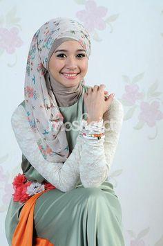 Celebrity On Hijab On Pinterest Hijab Fashion Hijabs And Magazines