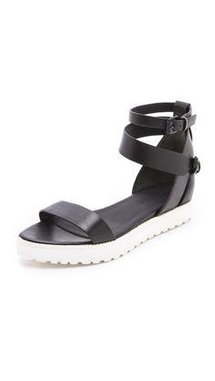 10 sandalias monjiles alternativas a las Birkenstock para esta Primavera/Verano 2014 | Fashionisima.es Stradivarius
