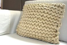 super chunky knit pillow!