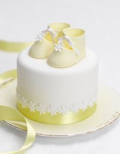 baby shower cakes, shoe cakes, christening cakes, baby booties, christen cake, yellow cakes, mini cakes, baby cakes, baby showers