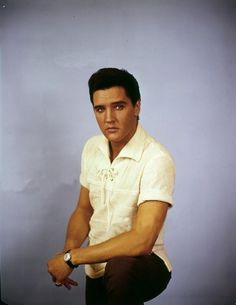 publicity photo of Elvis