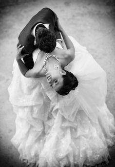 romanc, first dance, wedding photography, dip, wedding dances, wedding pics, wedding photos, bride, wedding photo poses