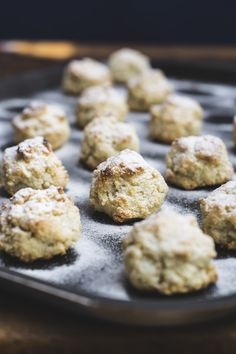 amaretti- a traditional Italian recipe (that just happens to be gluten and butter free) gnom-gnom.com