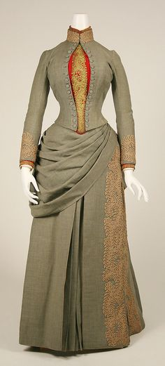 1887 American wool travelling dress.