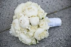 Gorgeous creamy white bouquet! Peonies, roses & ? ...  Photography by bryllupsglimt.dk, Flowers by orangeriet-rungsted.dk