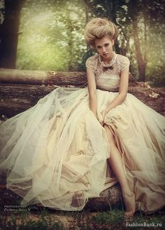 Photographer - Petrova JuliaN  make-up/hair/style - Inna Spiridonova  dress - L'AVENIR boutique