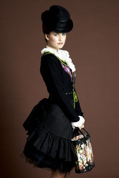 Sisi Vienna, Ladies' Modern Victorian Fashion