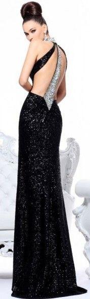 me encanto el vestido y peinado!