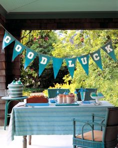 Simple DIY graduation party ideas.