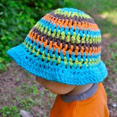 Crochet this bright summer sun hat with free patterns for babies through preschoolers!