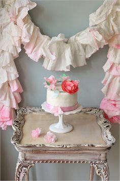 diy cake crown and paper towel garland   www.weddingchicks.com