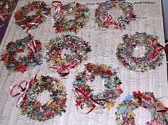 puzzle arts and crafts   Puzzle Wreath for Christmas - Monthly Seasonal Crafts - KinderArt