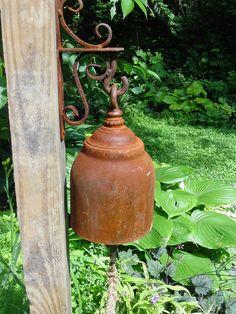 ☀ sinos e luzes - Rusty garden bell