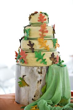 A show-stopping, rustic cake for a Thanksgiving wedding. #wedding #cake